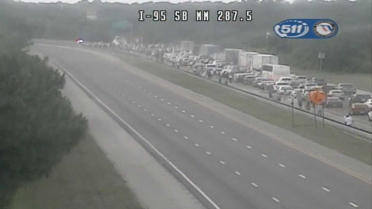 Fatal crash closes I-95 in Palm Coast