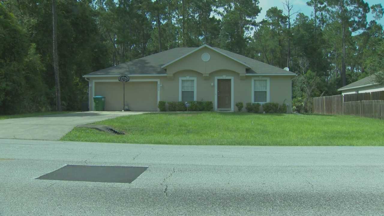 Teen call 911 during home burglary