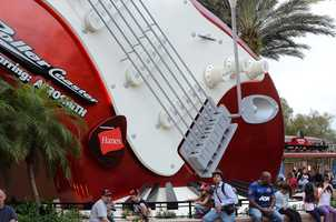 3. The giant electric guitar that serves as the attraction's icon measures 40 feet tall.