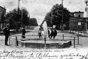 1906: View of the Artesian fountain on Park Avenue