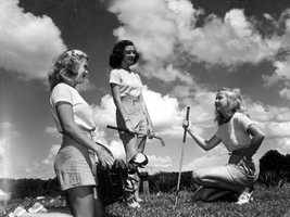 1946 - Young women with golf clubs in Winter Haven