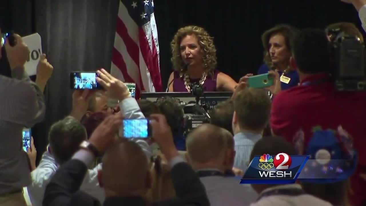 Debbie Wasserman Schultz steps down as DNC chair