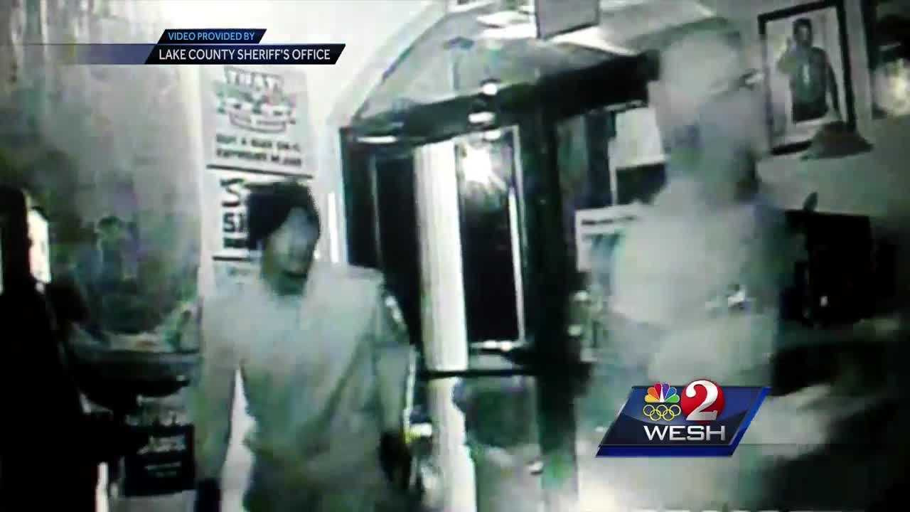 Gun shop robbers leave faces uncovered