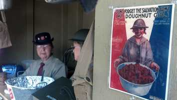 'Doughnut girls' served doughnuts and hot beverages to troops during World War I.