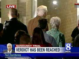 Jerry and Dottie Sandusky enter the courthouse.