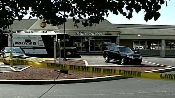 Jewelry store robbery 09.jpg