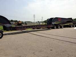 This truck, which has 20 axles, will carry the turbine.