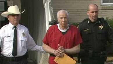 Sandusky leaves court no graphic
