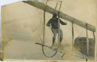 When things went well with barnstormers, audiences were thrilled by the wing walkers. This image showsJack Elliot on the wing of a flying airplane.