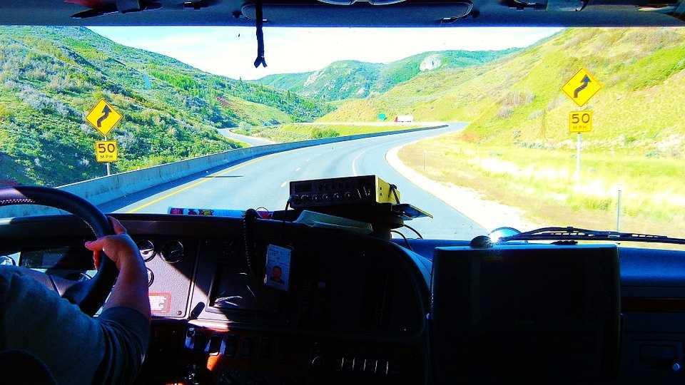 truck-driver-614191_960_720.jpg