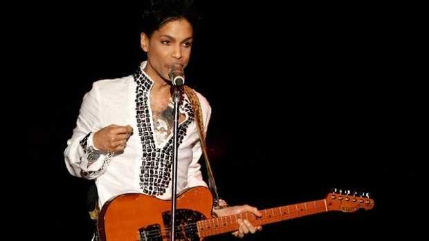 Prince-with-guitar.jpg