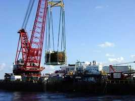 USS Monitor being hoisted onto Derrick Barge Wotan.