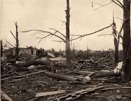 3. 1917 (551 deaths): Illinois' 3rd largest tornado disaster on record occurred on May 26, 1917, and it accounted for approximately 18% of tornado-related deaths for the year. 101 people were killed across central Illinois, most of them in the Mattoon/Charleston area. It was believed to be a single tornado that extended from Louisiana, Missouri, across portions of Illinois and Indiana and ending the Mount Vernon, IN, but it was later determined to be 4-8 separate tornadoes.