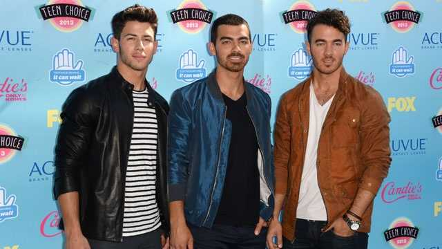 celeb siblings - Jonas Brothers