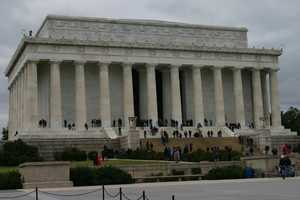 The Lincoln Memorial is in the same general area as the Vietnam Veterans Memorial and Korean War Veterans Memorial.
