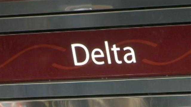 img-Engine problem delays holiday travel
