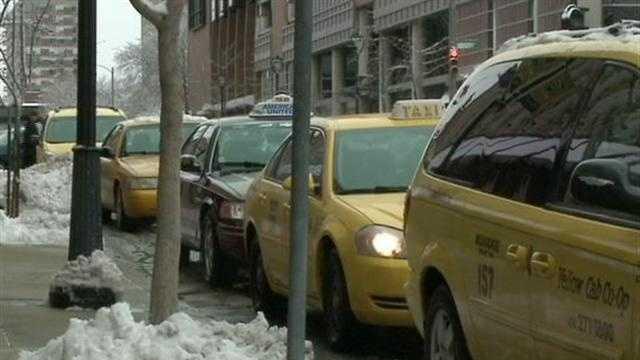 Drivers debate taxi permit cap in Milwaukee