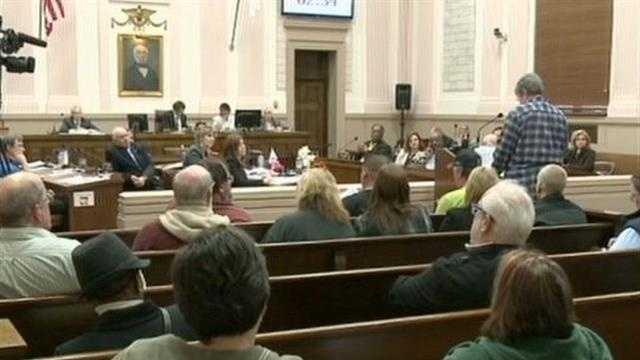 Racine alderman vote on weapons inside city hall