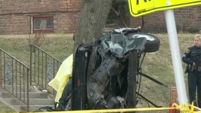 Teens killed in crash after car hits tree