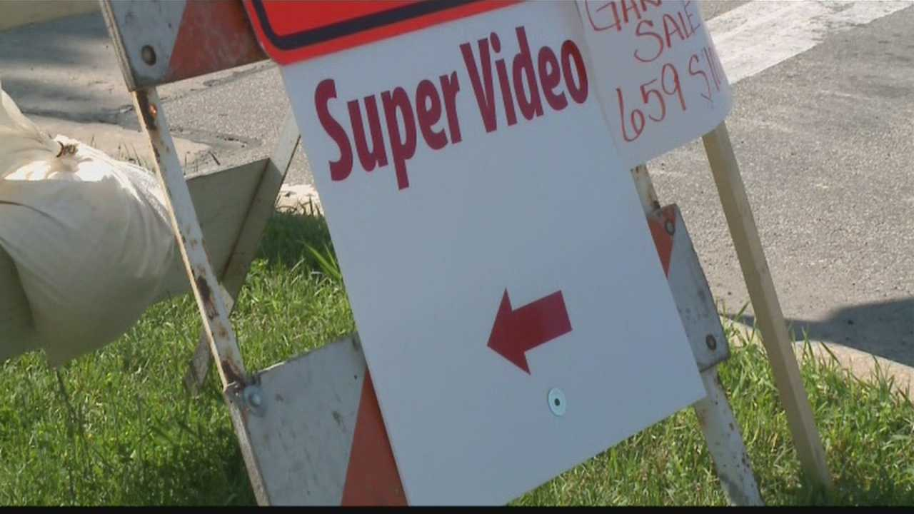 Detour signs causing controversy in West Allis