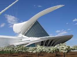The 341,000-square-foot museum includes the War Memorial Center (1957) designed by Finnish-American architect Eero Saarinen, the Kahler Building (1975) by David Kahler, and the Quadracci Pavilion (2001) created by Spanish architect Santiago Calatrava. The Reiman Bridge, also designed by Calatrava, connects to the pavilion and provides pedestrian access to and from downtown Milwaukee.
