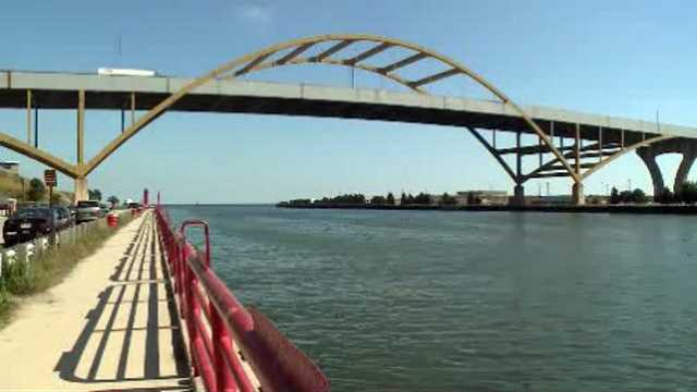 Milwaukee bridge