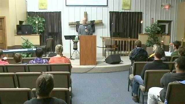 Praise vigil held after teen found safe