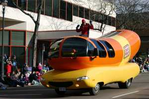 "Oscar Mayer ""Wienermobile"""