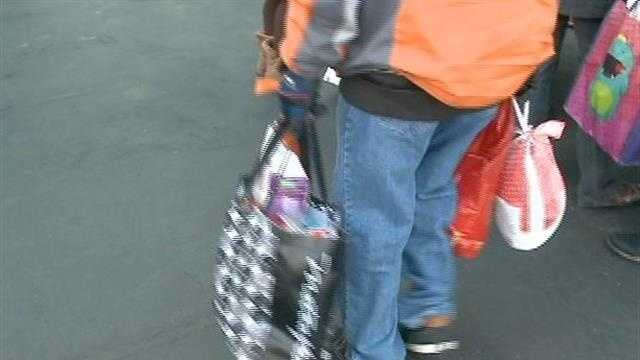 Food pantry gives away hundreds of turkeys