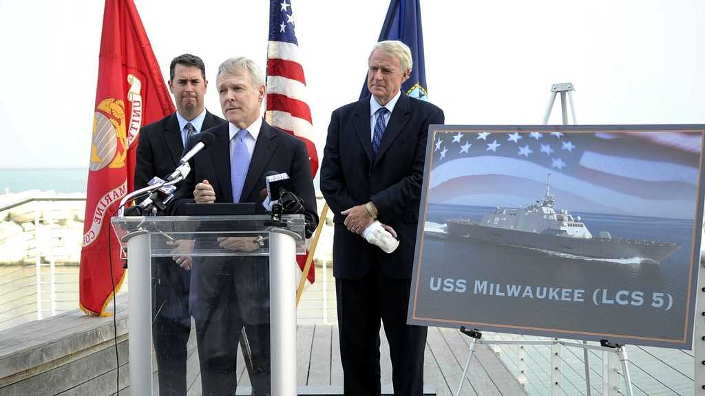 Secretary of the Navy Ray Mabus and Milwaukee, Wis., Mayor Tom Barrett, right, announce USS Milwaukee (LCS 5)