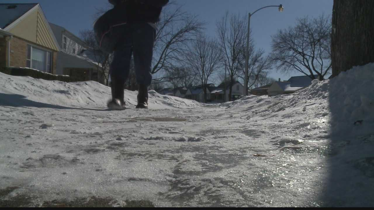 img-Letter-carriers-ask-homeowners-to-clear-away-ice-snow.jpg