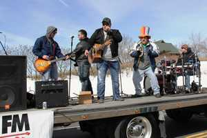 The Mantz Brothers performing your favorite country music hits on the WBWI (92.5 FM) float.