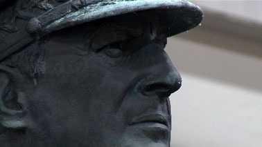 macarthur-statue.jpg