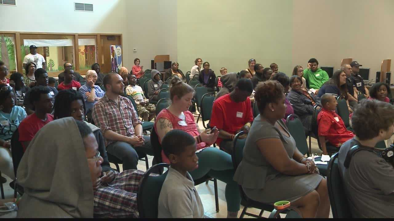 Students hold event to stop violence in area neighborhoods