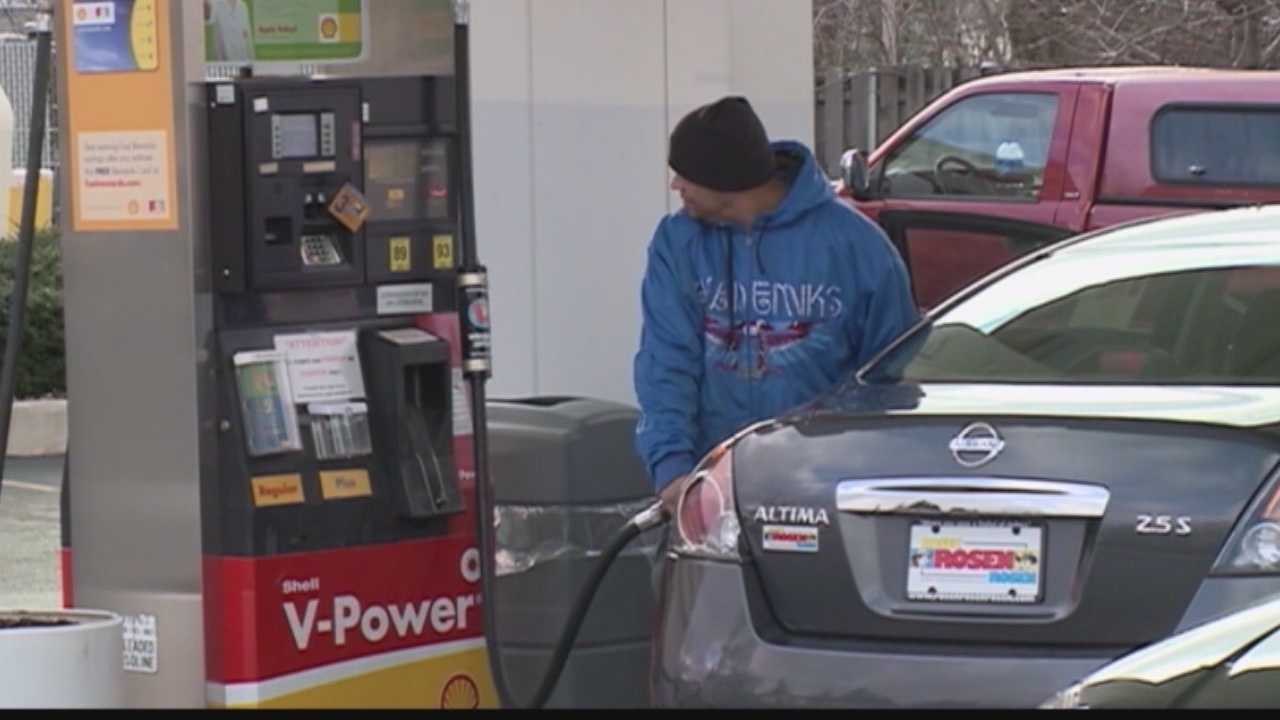 Gas prices dropping in southeastern Wisconsin