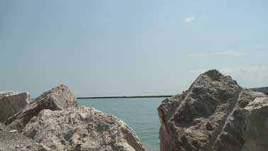 Port break wall
