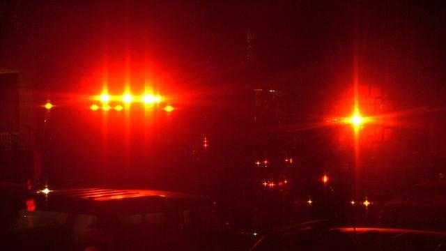 Emergency ambulance lights at night - 28333664