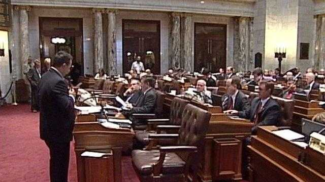 Assembly Approves Texting Ban - 22284279