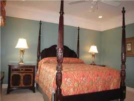 Another guest bedroom.