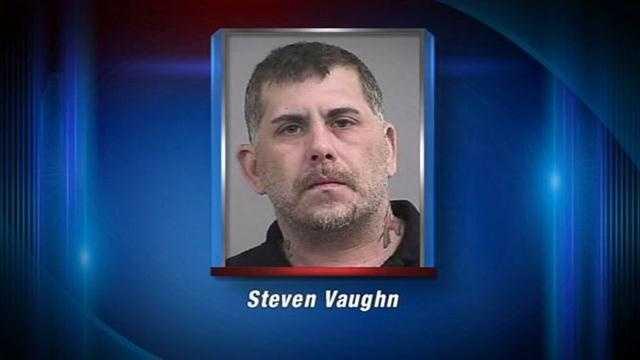 Police: Man burns down home, threatens to burn girlfriend