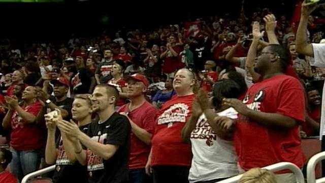 Fans swarm KFC Yum Center for UofL championship celebration