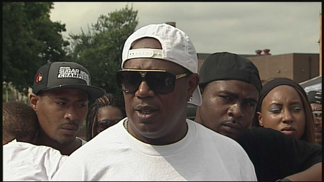 Master P holds Louisville backpack giveaway