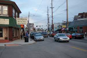People watch on Bardstown Road: One of the more highly popular areas in Louisville is Bardstown Road. Dead center of the Highlands, Bardstown Rd. is home to numerous galleries, restaurants, coffee shops and much more. A great place to walk, shop and people watch!