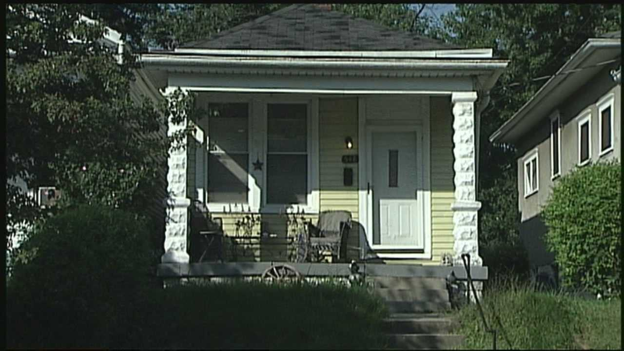 A Highlands resident came face-to-face with an armed robber in broad daylight and he spoke exclusively to WLKY.