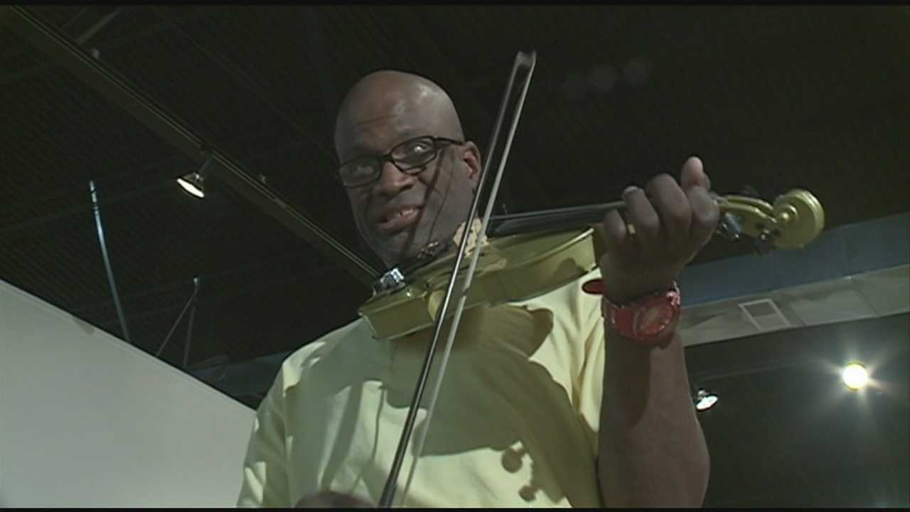 Man brings music, art to downtown Louisville