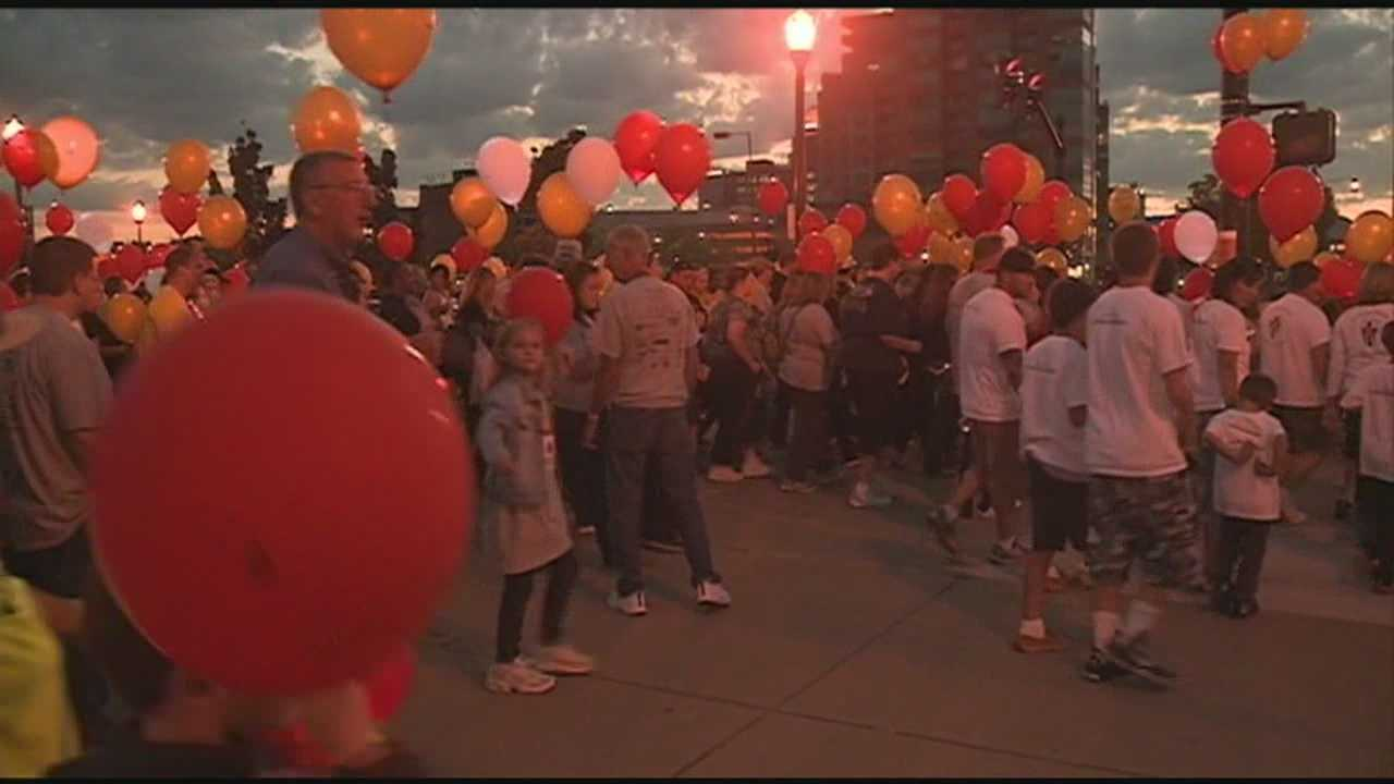 Thousands pack Slugger Field for Light the Night Walk