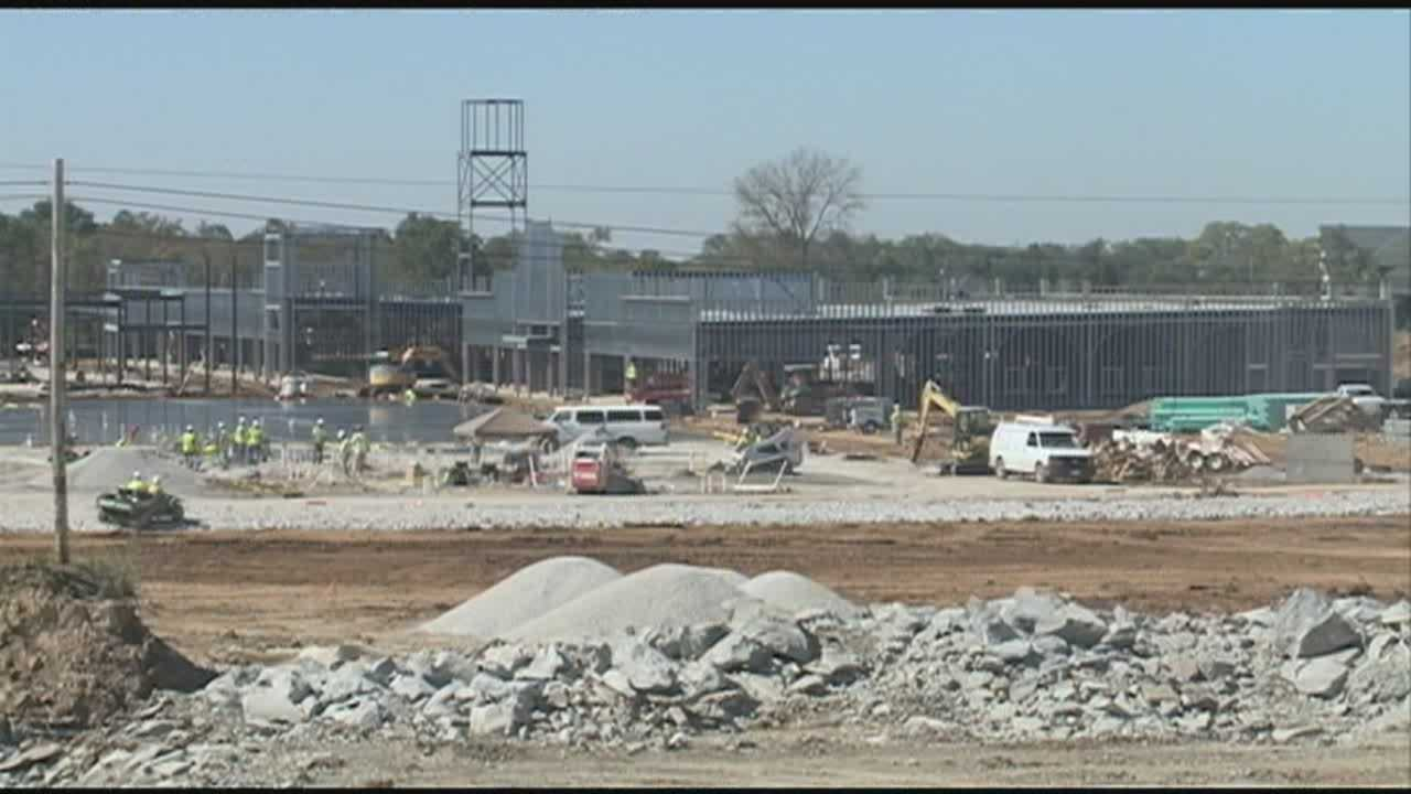 In less than a year, a major outlet center will open in Simpsonville. That also means hundreds of new jobs. The Shoppes at Louisville will be located off Interstate 64 and KY Seven buildings that will have 80 stores inside, and a list of the stores that will fill spaces was released Friday.