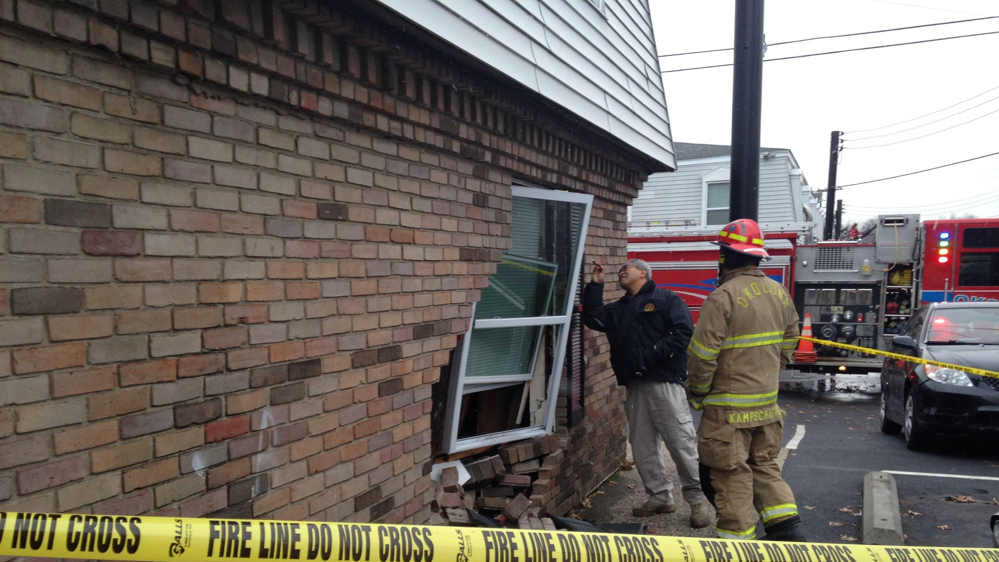 Newburg crash car into house