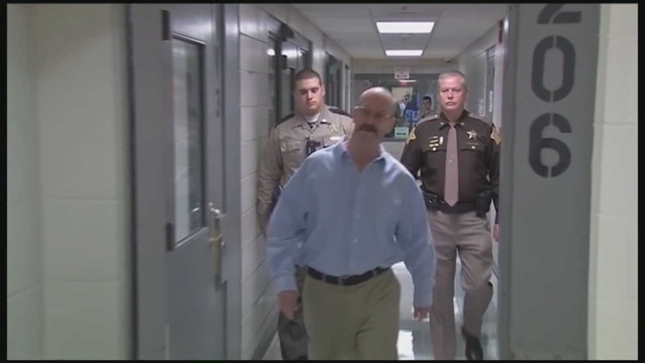 Convicted killer William Clyde Gibson appears in Floyd County court