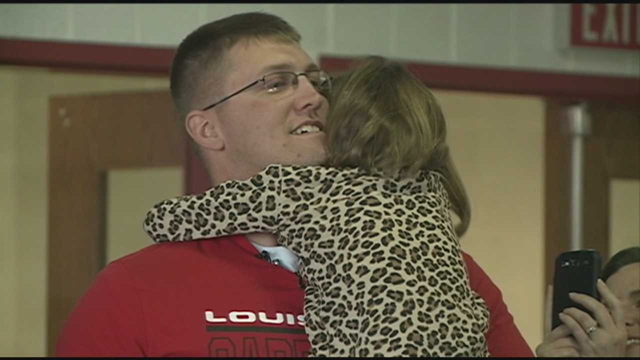 Soldier returns from Afghanistan, surprises young daughter